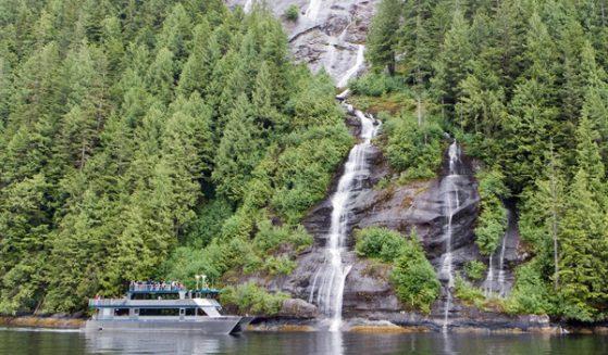 https://truealaskantours.com/wp-content/uploads/2015/12/MF-5-approaching-a-waterfall1-559x327.jpg